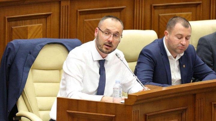 Председатель юридической комиссии объяснил свое отсутствие на заседании по вопросу вотума недоверия кабмину Санду