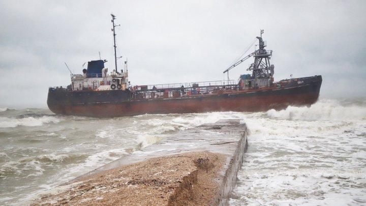 Танкер под флагом Молдовы потерпел бедствие возле Одессы (ФОТО)
