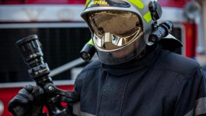 Один человек попал в больницу после пожара в многоэтажке на Чеканах