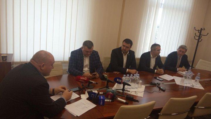 Вотум недоверия кабмину Санду обсудили на юридической комиссии: заявления депутатов