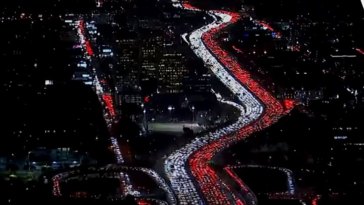 День благодарения и пробок: тысячи американцев застряли на дорогах в преддверии праздника