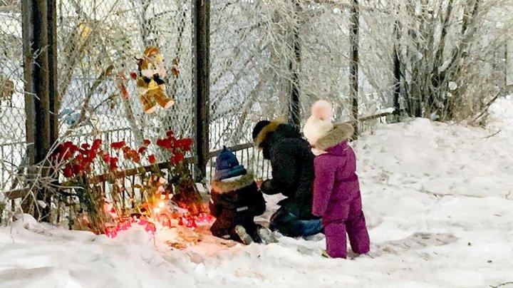 Церемония прощания с убитым в детском саду мальчиком прошла в Нарьян-Маре