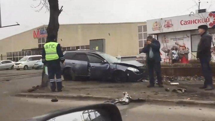 Родились в рубашке: пьяный водитель протаранил автобус с пассажирами в Иркутске (ВИДЕО)