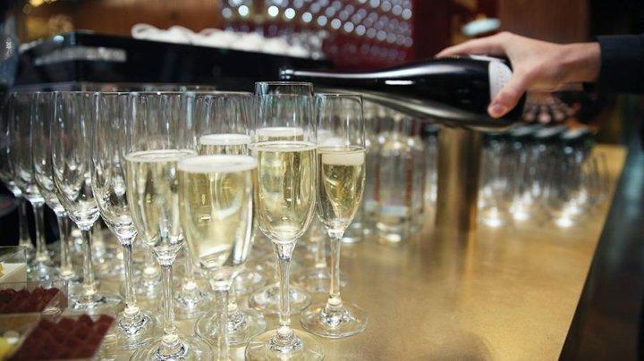 108-летняя британка назвала шампанское ключом к долголетию