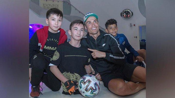 Мальчик из Казахстана встретился с Криштиану Роналду