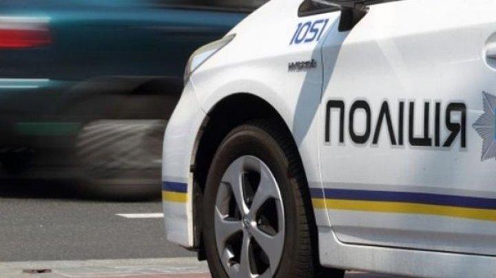 Киевский полицейский хитростью спас женщину, которая хотела покончить с собой на остановке