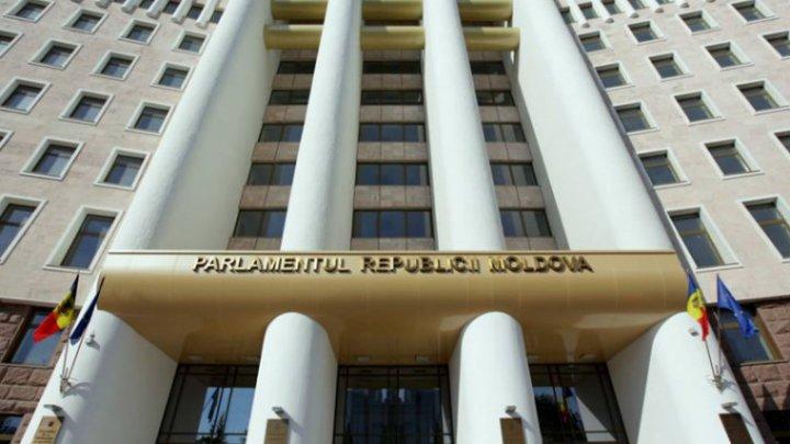 Парламент собирается на чрезвычайное заседание после заявлений кабмина о поддержке населения