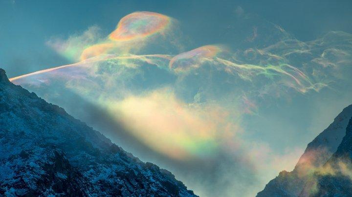 """Над Сибирью засняли очень редкое явление - """"радужные облака"""" (ФОТО)"""