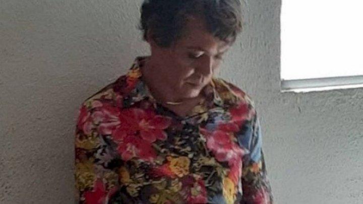 Мужчина переоделся в женщину, чтобы помочь маме сдать на права