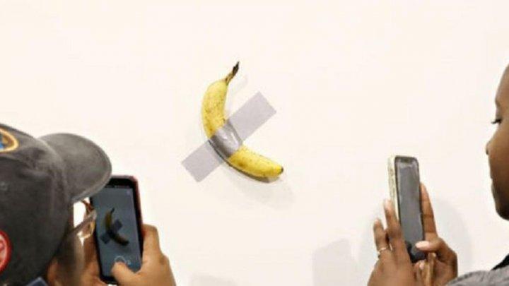 В США художник съел банан за 120 тысяч долларов: как он это объяснил (ВИДЕО)