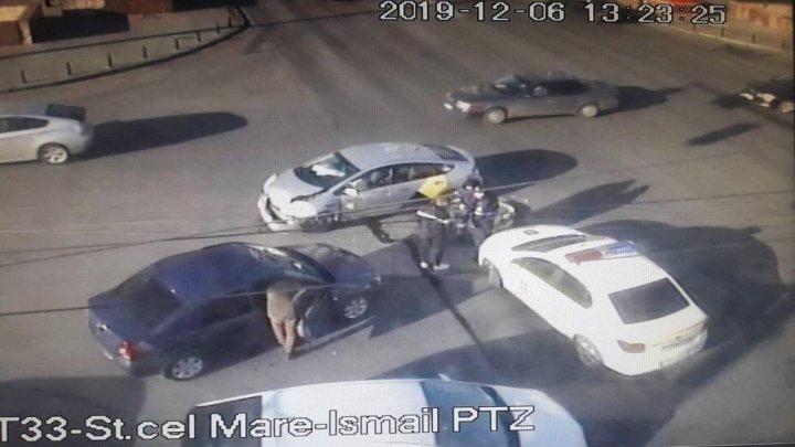 Ещё одна авария с участием такси: в центре столицы столкнулись две легковушки (ФОТО)