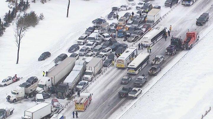 Цепная авария в канадской провинции: один человек погиб, 16 ранены