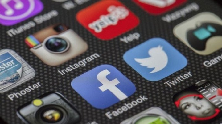 Роскомнадзор возбудил административное дело против Facebook и Twitter
