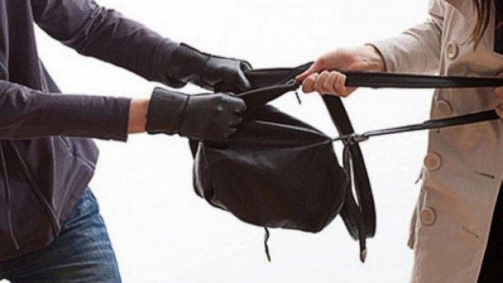 Житель Хынчештского района может сесть в тюрьму за кражу дамской сумочки