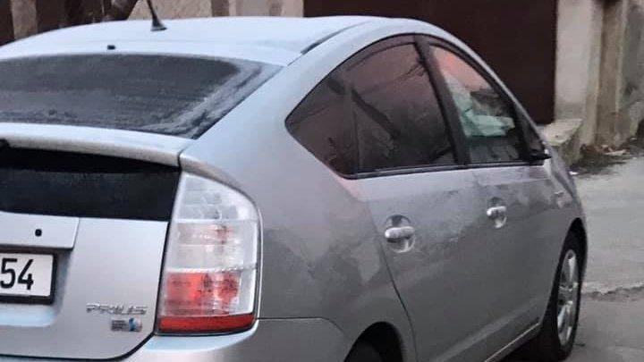 В столице несколько машин остались без боковых зеркал (ФОТО, ВИДЕО)