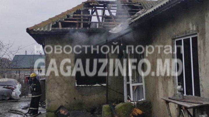 В селе Конгаз загорелся дом: пожарные час тушили пламя, от жилья мало что осталось (ФОТО)