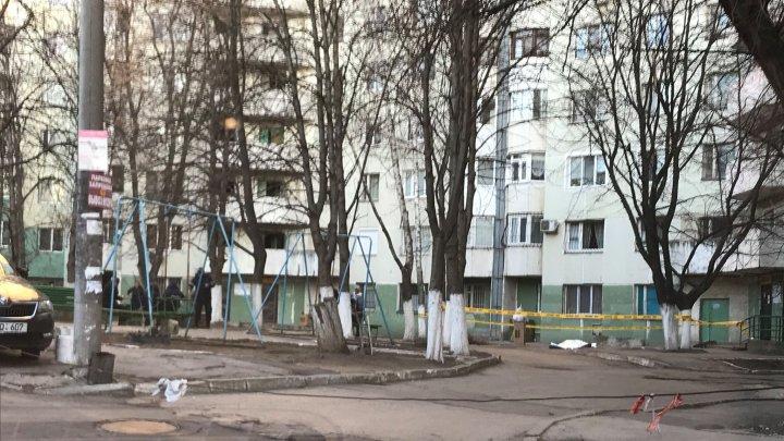 Страшная трагедия на Рышкановке: с балкона многоэтажного дома выпал парень (ФОТО)