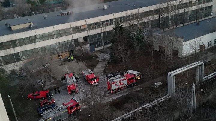 Второй за неделю пожар в здании бывшего завода: загорелось складское помещение на втором этаже