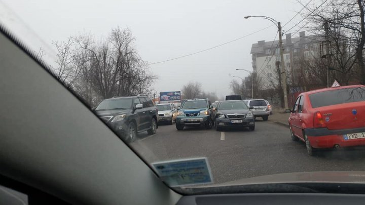 Несколько ДТП парализовали столичную улицу Вадул-луй-Водэ (ВИДЕО)