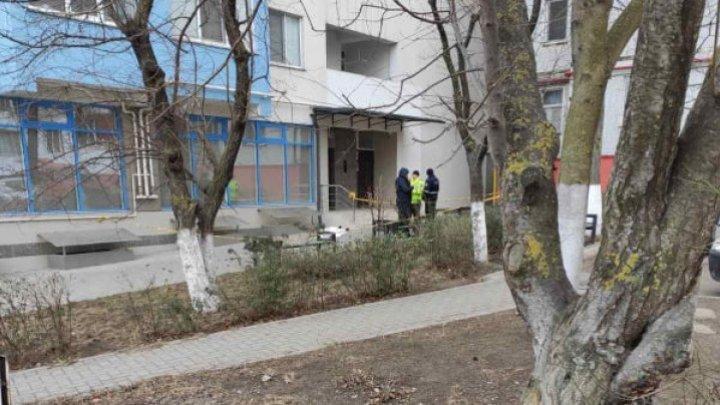 В столице женщина разбилась, выпав с 10 этажа жилого дома