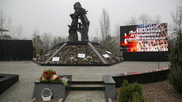 В Кишиневе отметили День памяти жертв Холокоста (ФОТО)