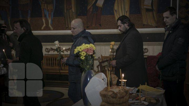 Боль утраты: родные и друзья пришли проститься с артистом Штефаном Петраке (ФОТОРЕПОРТАЖ)