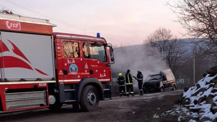 В Сорокском районе сгорела машина скорой помощи