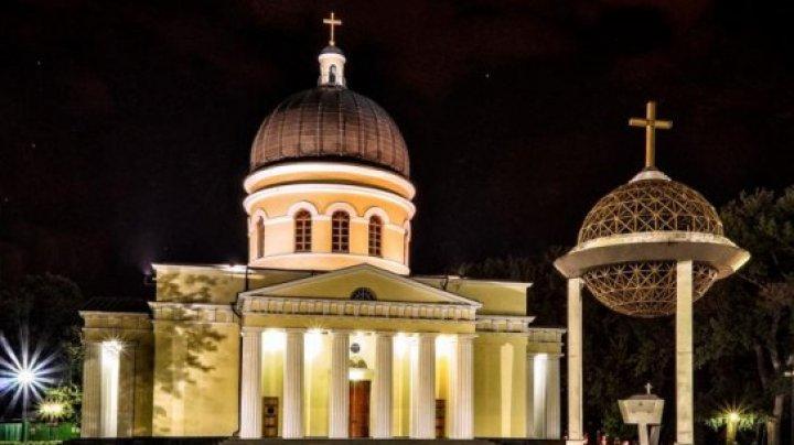 Набрал святой воды и умер: перед Кафедральным собором скончался мужчина
