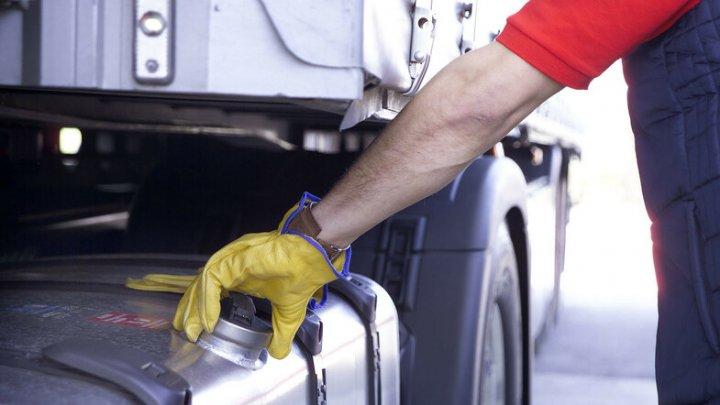 На охраняемой стоянке в Конгазе слили 350 литров топлива из грузовика