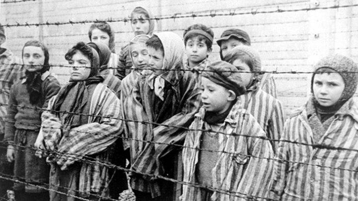 """Мир отмечает 75 лет освобождения """"фабрики смерти"""" в Освенциме"""