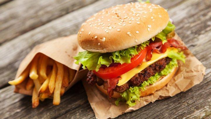 Больше фастфуда, меньше овощей: Трамп поменял стандарты питания в американских школах