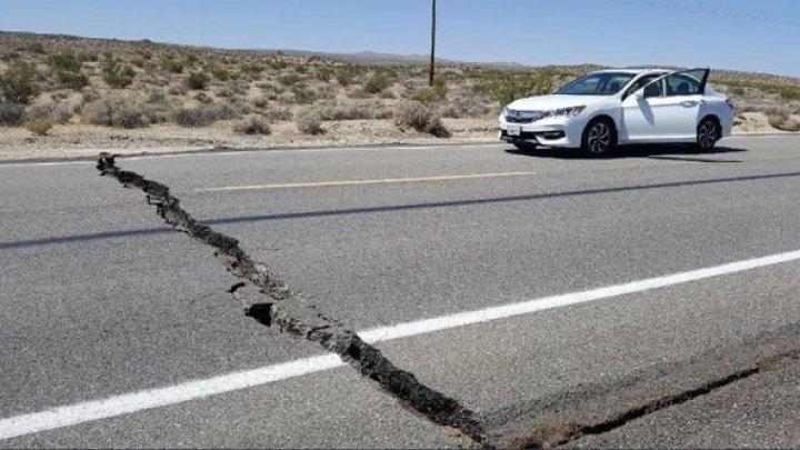 Мощное землетрясение в странах Карибского бассейна: дорожное покрытие пошло трещинами и провалился грунт