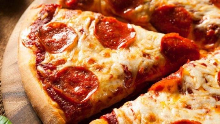 Турецкому курьеру грозит 18 лет тюрьмы за плевок в пиццу