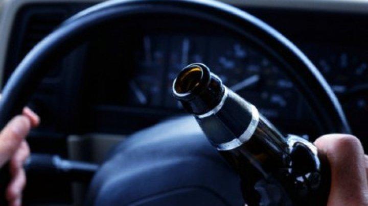 Разъезжали пьяные на угнанной машине: в Приднестровье задержаны мать и сын