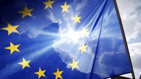 ЕС утвердил снятие ограничений на поездки с COVID-сертификатами
