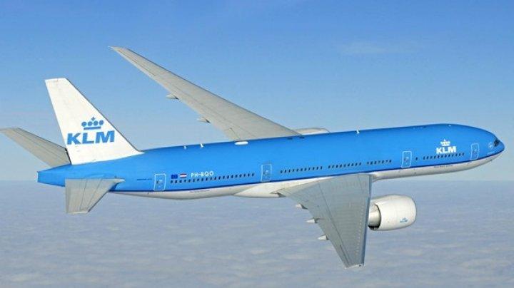Пассажирам самолета запретили ходить в туалет из-за коронавируса