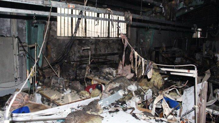 Пожар на фабрике в Бельцах: на тушение огня ушло почти полтора часа (ФОТО)