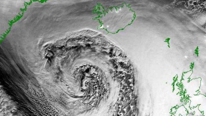 Скорость ветра до 255 км в час: на Исландию обрушился разрушительный ураган Деннис