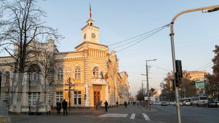 Четыре часа на повестку, обед и финал: ещё одно заседание муниципального совета Кишинёва обернулось цирком