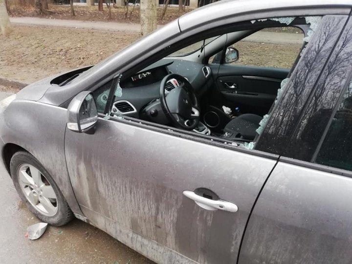 Недоброе утро для одного из столичных водителей, припарковавшихся во дворе своего дома (ФОТО)