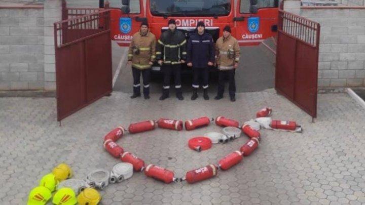 В Каушанах пожарные поздравили влюбленных оригинальным способом (ФОТО)