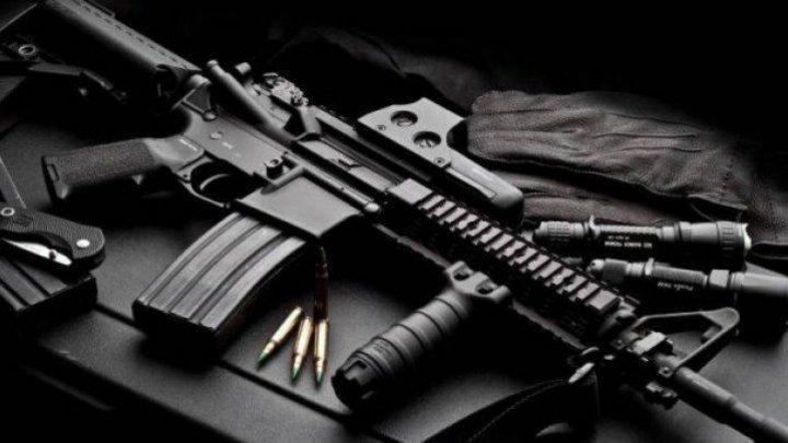 Посетителей кафе обстреляли из автомата Калашникова на Кипре