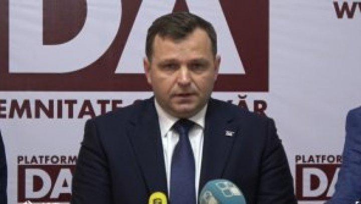 Лидер ППДП Андрей Нэстасе не может разлучиться с телесуфлером: как он это объяснил (ВИДЕО)