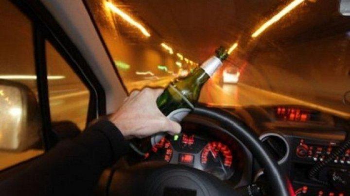 Вовремя остановили: в стельку пьяный водитель едва не спровоцировал аварию (ВИДЕО)