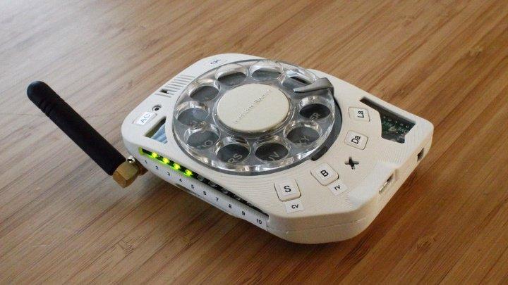 """В США """"скрестили"""" мобильный и дисковый телефоны (ФОТО)"""