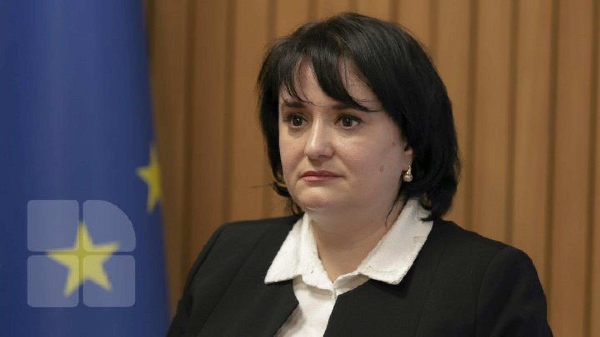 Киртоакэ требует отставки Думбрэвяну: Она пять дней скрывала, что у нее COVID-19