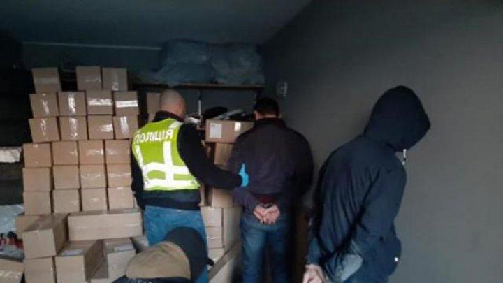 В Киеве вооруженная банда отобрала у торговцев 100 тысяч медицинских масок