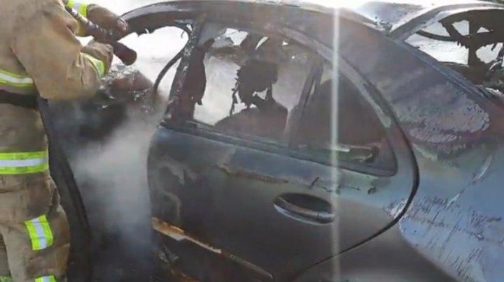 Ехали за хлебом и попали в ДТП: машина, в которой находились двое мужчин, сгорела дотла (ВИДЕО)