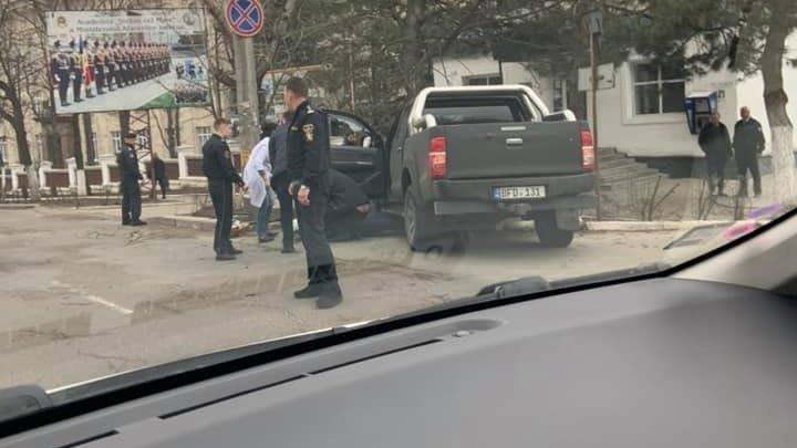 Автомобиль врезался в дерево на Телецентре: один человек пострадал (ФОТО)