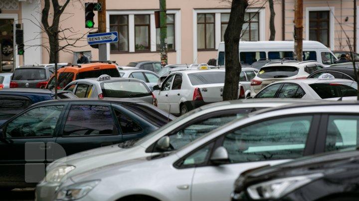 Эвакуация машин за неправильную парковку не решила одну из главных проблем Кишинёва